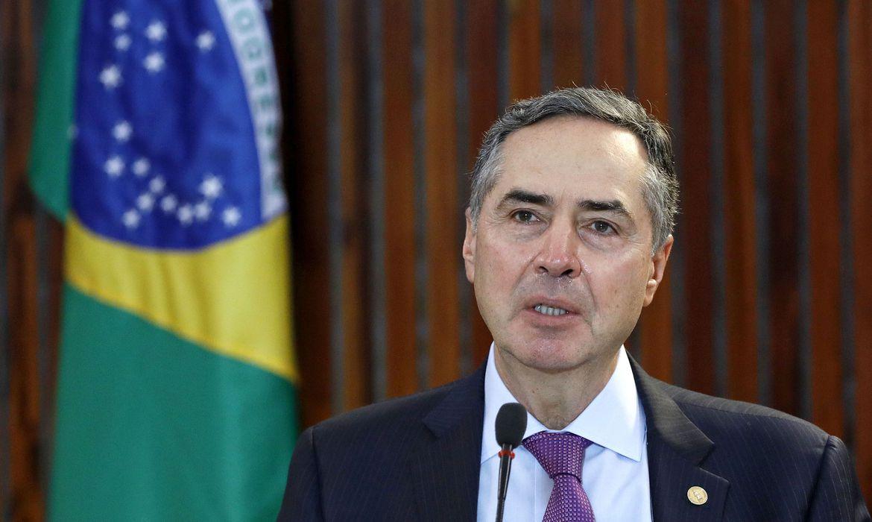 MINISTRO BARROSO DEFENDE URNA ELETRÔNICA E RESSALTA NECESSIDADE DE COMBATER DESINFORMAÇÃO