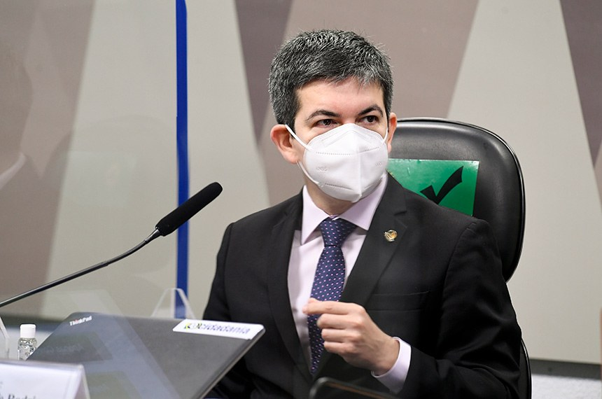 """RANDOLFE PERDE A PACIÊNCIA DURANTE CPI DA PANDEMIA E CHAMA HEINZE DE """"SENHOR FAKE NEWS"""""""
