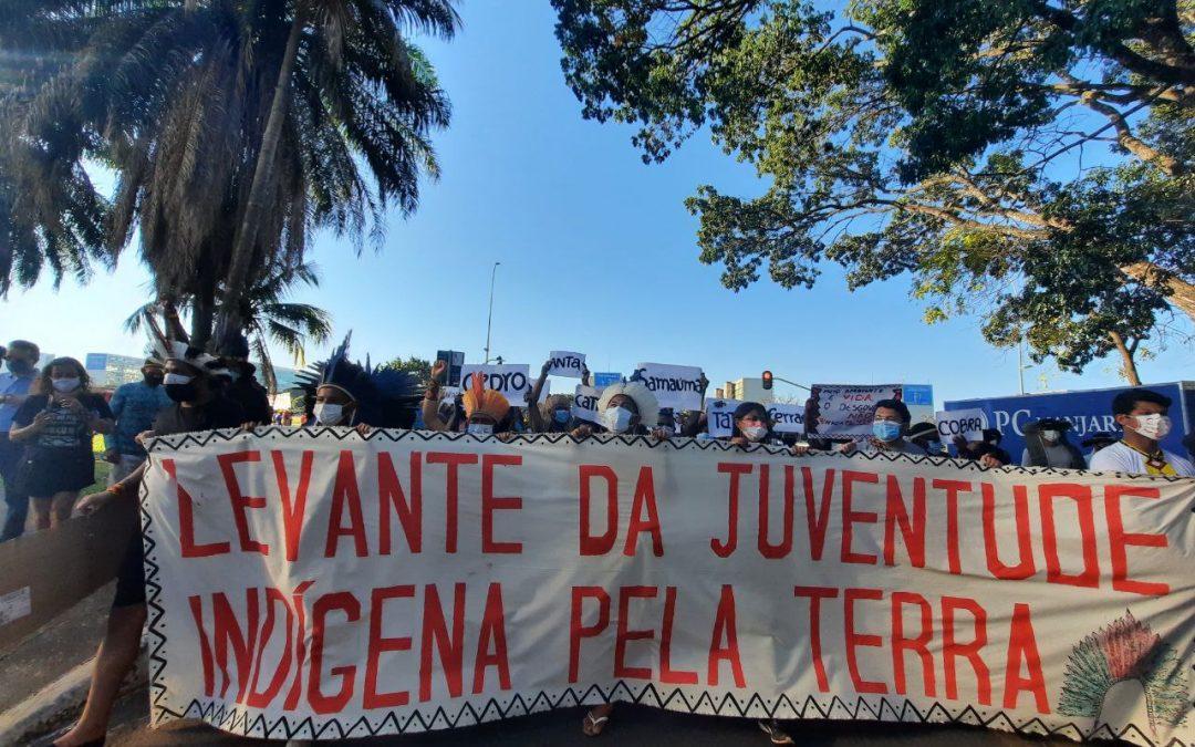 POVOS INDÍGENAS PROTESTAM CONTRA MINISTRO DO MEIO AMBIENTE E FAZEM VIGÍLIA EM FRENTE AO STF