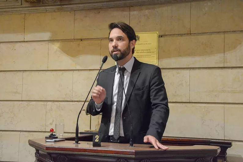 DR. JAIRINHO É INDICIADO POR TORTURAR HENRY BOREL AOS 3 ANOS