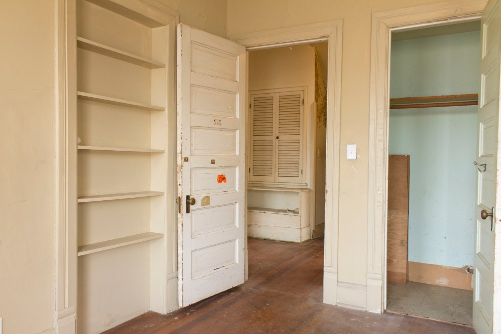 A tour of an abandoned 1920's Queen Anne.