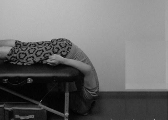 圧迫骨折で腰が曲がった老人が背中を伸ばして歩く方法②