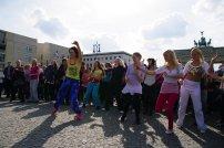 Bild-13-Zumba-Flashmob-Brandenburger-Tor