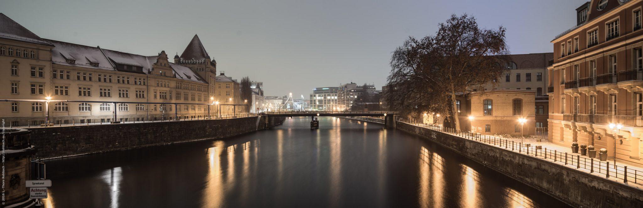 Spreekanal bei Nacht. Ein Winterpanorama