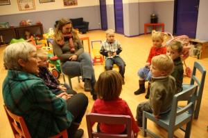 Kinderen en leiding van oppasdienst Benjamin