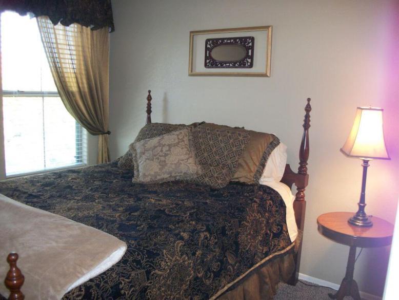 3rd bedroom with Queen mattress