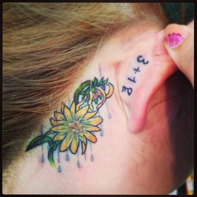 #sunflower #rain #tattoo #ear #ひまわり #雨 #文字 #タトゥー #girlstattoo #backofear