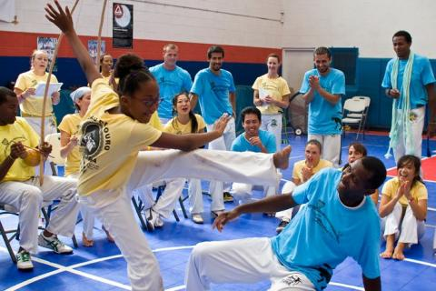 Playing Capoeira, Mestre Urubu Malandro (right) © Raul Soria