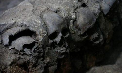 tour crânes humains site sacrifices humain aztèques Photo