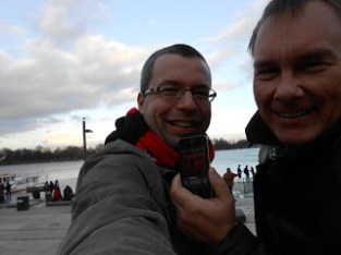 Dezember 2012: Unser Hörer Florian mit Edel-Fan Mats an der Hamburger Alster. Reingemacht ist natürlich dabei :-)