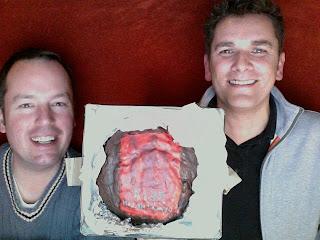 Februar 2010: Unser erstes Fan Geschenk: Eine reingemacht Torte!