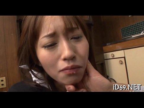 夫の前で喉奥をレイプされ精子を飲まされる美人妻の憐れな無理矢理脱がされ 動画yoe