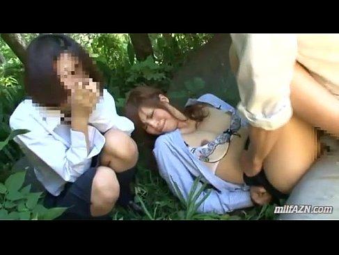 帰宅途中の可愛いギャル達が強姦魔に襲われ山の中でおまんこに生出しされるれイプ 動画 38.5度無料