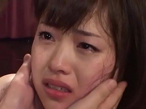 ビンタされ号泣しながらチンポを咥えてる清楚そうな黒髪娘のれイプ 動画 38.5度無料