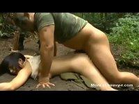 山の中で全裸で放置され鬼畜男におまんこを犯され続ける田舎のお姉さんのれイプ 動画 38.5度無料