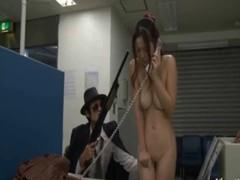 強盗に無理矢理犯されている美人銀行員のレイプ無料動画