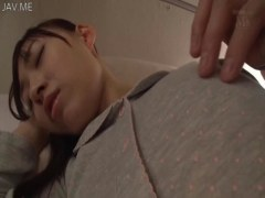 熟睡中の美人妻が義弟に乳首やおまんこを弄られ犯されるれイプ 動画 38.5度 動画