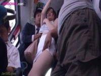 激カワギャルが満員バスで痴漢集団に遭遇する無料れいプ動画