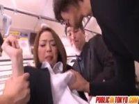 電車で痴漢集団に襲われる長身美人OLの無理矢理犯している動画