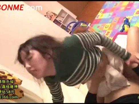 子供を産んだばかりの可愛い若妻が鬼畜男に媚薬を飲まされおまんこをハメられてるレイプ動画