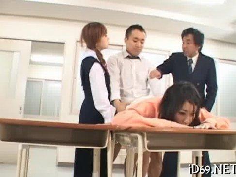 女子校に侵入した変態男た時間を止めてやりたい放題に激カワ制服娘や女教師のおまんこをハメまくる無理矢理犯している動画