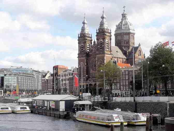 Basiliek van de Heilige Nicolaas vanaf Stationsplein