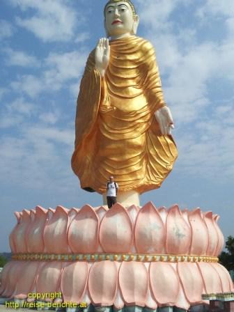 Der stehende Buddha von Gyeiktaw
