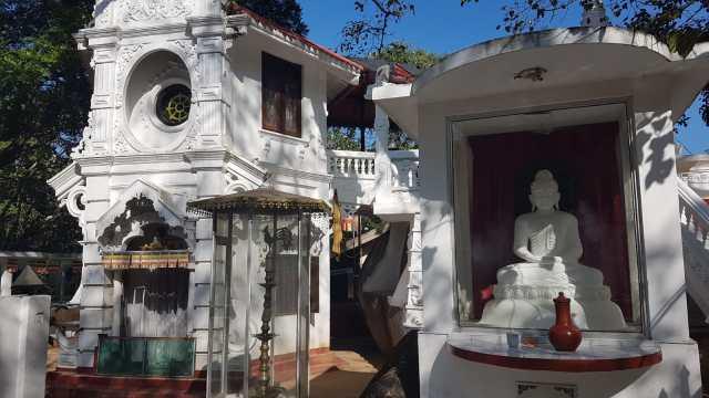 Sri Gunavardhana Yogashrama Sanstha (Galdhuva Hermitage) ශ්රී ගුණවර්ධන යෝගාශ්රම සංස්ථා (ගල්දූව ආරණ්යසේනාසනය), Galdhuva Rd, Kahawa