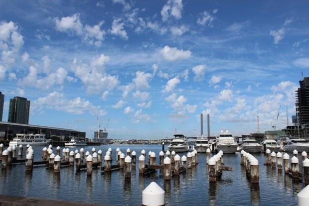Frischer Wind am Hafen von Melbourne
