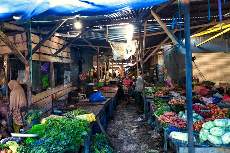 Visit of a traditional Market in Lombok