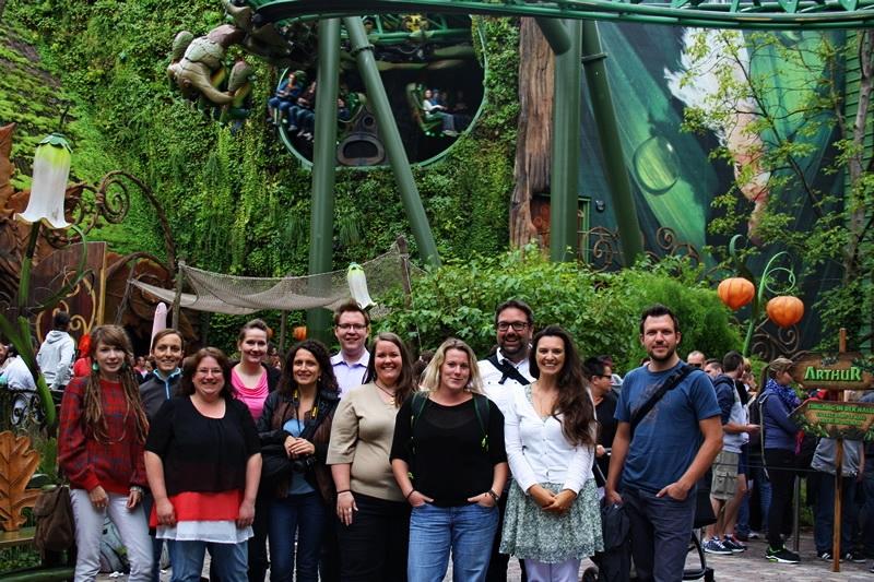 Europa-Park - Reiseblogger Gruppenbild vor ARTHUR