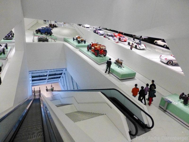 Porsche Museum Rolltreppen