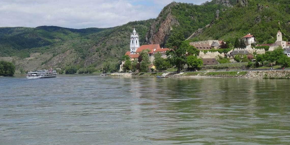 Reisebüro Leurs auf der Donau