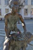 """Figuren des """"Brunnens der Lebensfreude"""" mit ReiseEule am Universitätsplatz"""