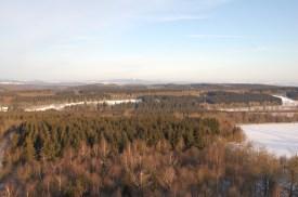 Blick in Richtung Westen, wo die Hügel des Weserberglands im Dunst verschwinden.