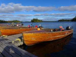Holzboote an einem Steg