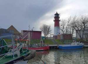 Rot weiß gestreifter Leuchtturm von Büsum