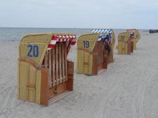 Wartende Strandkörbe auf Poel