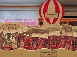 Lecker und meine Farben: rot-weiß. Zuckerstangen in Gränna