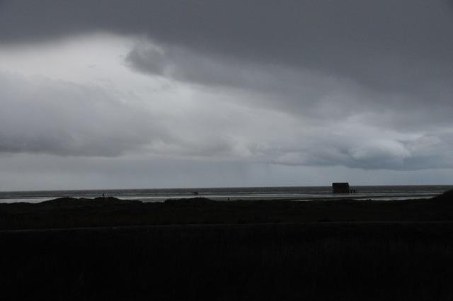 Dunkle Regenwolken über dem Wattenmeer vor Sankt Peter Ording
