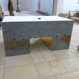 Der neue moderne Altar im Dom