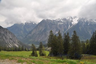 und dabei herrliche Bergpanoramen genießen
