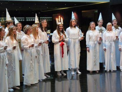 Die Lichterkönigin Lucia und ihr Chor