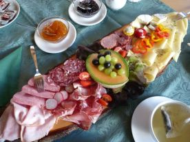 Bergfrühstück auf der Sonnalm