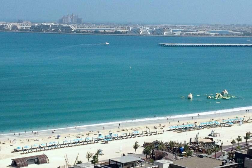 Blick vom Balkon des Hotels AJ Ocean resorts: Strand von Dubai