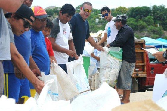 freiwillige-von-mingas-por-el-mar
