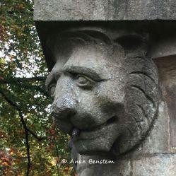 Löwenkopf an einem Brunnen