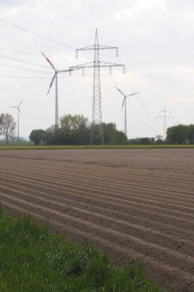 Strommasten vs. Windräder