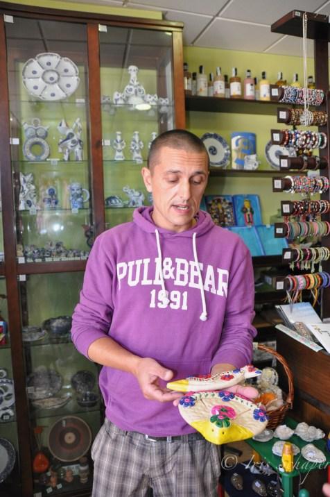 10Jorge Bellón hat sich auf die Herstellung traditioneller Glücksbringer aus Brotteig spezialisiert - es gibt sie in verschiedenen Größen
