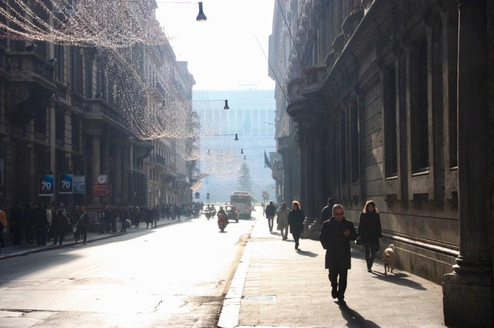 Dette bildet mangler alt-tekst; dets filnavn er Roma-julaften-gate-1024x682.jpg